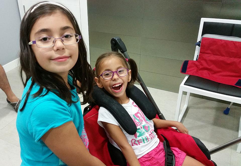 Laura con su hermana Marina