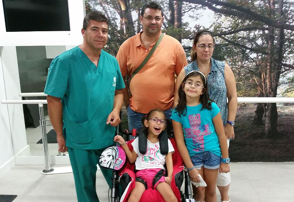 Laura con su familia y Pedro López