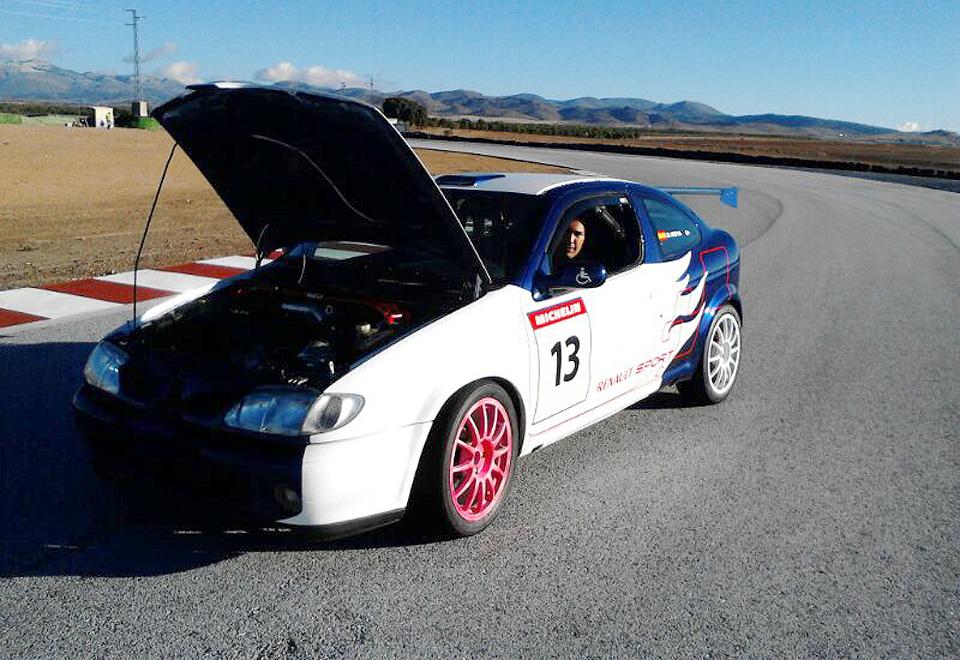 David Moya Viudez en su coche de rally